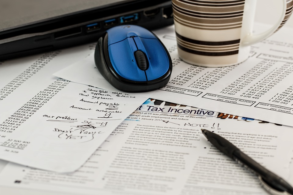 Dlaczego warto korzystać z biur rachunkowych?